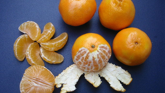 1200px-Clementines_whole,_peeled,_half_and_sectioned.jpg